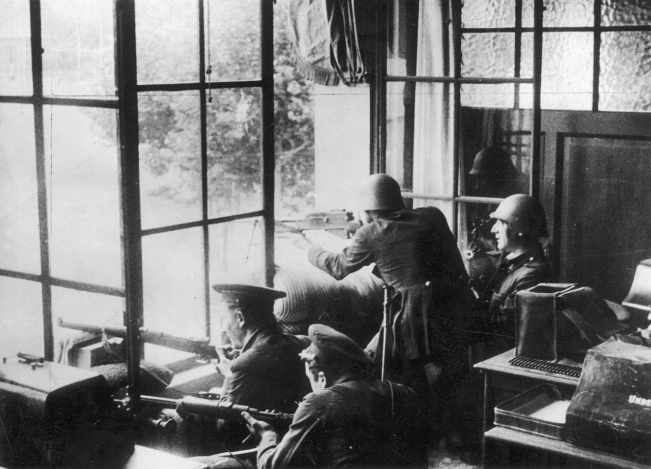 1280px-Republican_troops_during_the_July_1936_uprising_in_Barcelona